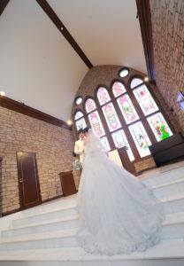 結婚式の前撮りポーズ例♡チャペル映え♡小道具は100円均一♡